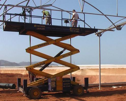 Fóliaház építés közben